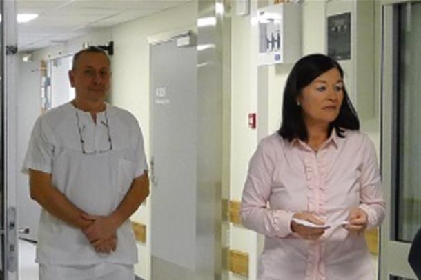 Klinikkdirektør May Janne Bothe Pedersen gratulerer med åpningen.