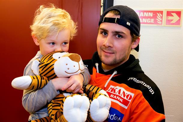 Ishockeyspillere besøkte Drammen sykehus