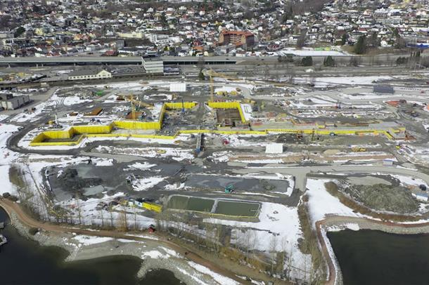Oversiktsbilde over byggearbeider på tomten til Nytt sykehus i Drammen.